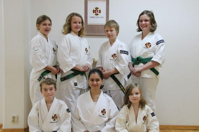 Stina, Tuva-Lill, Alvin, Amanda S, Neo, Amanda H & Emil efter avklarad gradering.