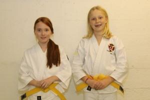 Tilda och Anna-Lovisa efter gradering till 6 kyū.