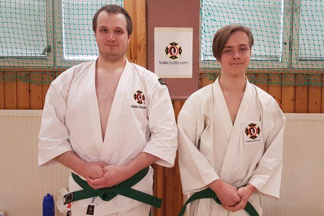 Stefan & Hugo efter sin gradering till 5 kyū.