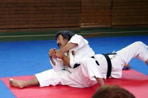 Aosaka-sensei undervisar mae ude gatame