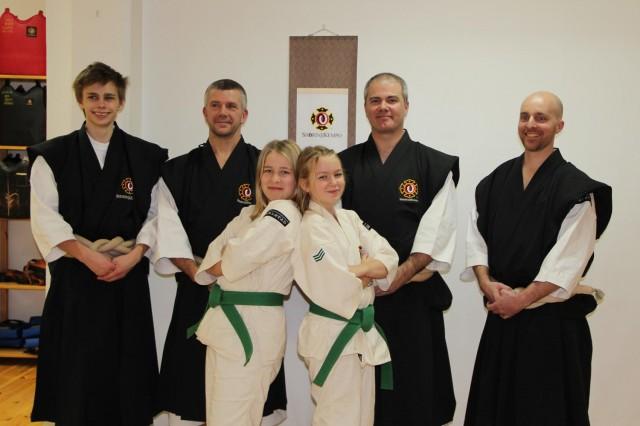 Filippa och Tindra med alla instruktörer