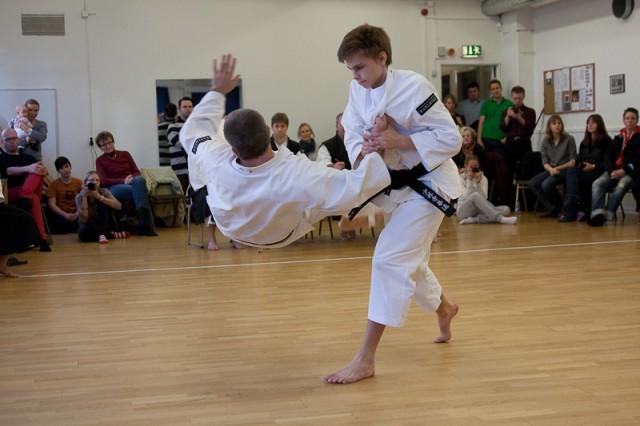 Erik throws Pelle with maki otoshi