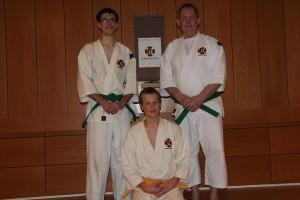 Henrik och Robert graderade till 2 kyū och Rikard till 3 kyū