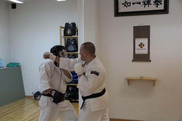Steve-sensei undervisade reaktionsträning och taisabaki (kroppsförflyttning)