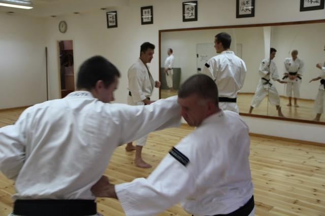 Andreas från Skövde tränar tenchiken dai nikei sōtai (parform) med Pelle