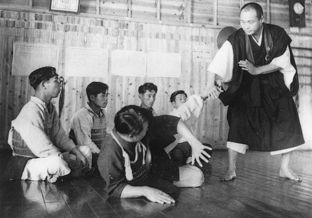 Kaiso teaching in the early days of Shorinji Kempo.