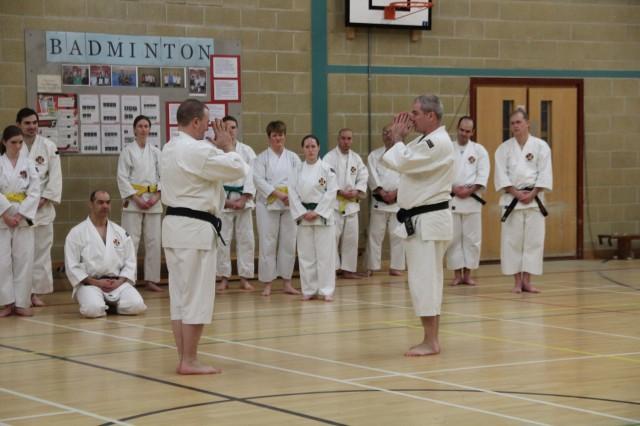 Anders-sensei undervisar, här tillsammans med Steve-sensei.