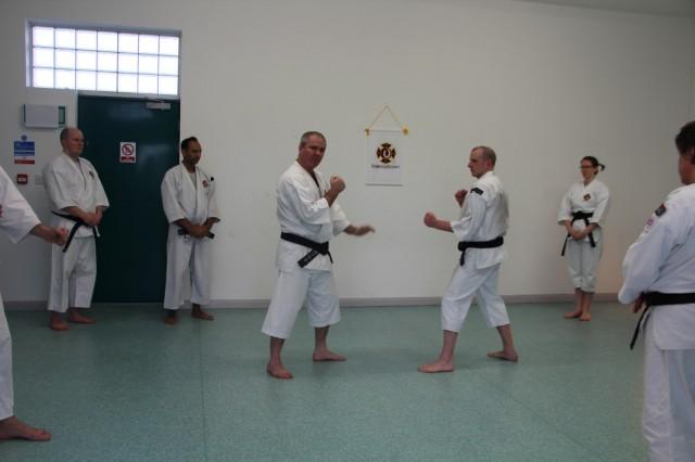 Anders-sensei undervisar, här med Daniel Biggs.