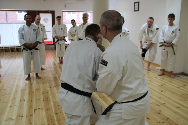 Anders-sensei undervisar tekniken hangetsu gaeshi