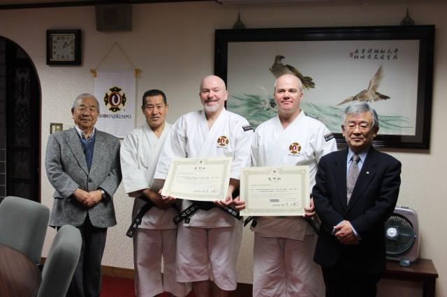 Från vänster: Suzuki-sensei, Kawashima-sensei, John McCulloch-sensei, Anders Pettersson-sensei & Onishi-sensei i samband med att Anders & John fått sina inkajō för 6 dan.