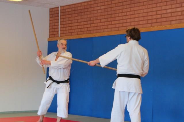 Lasse Andersson instruerar Aikijo tillsammans med Pär Dahlström
