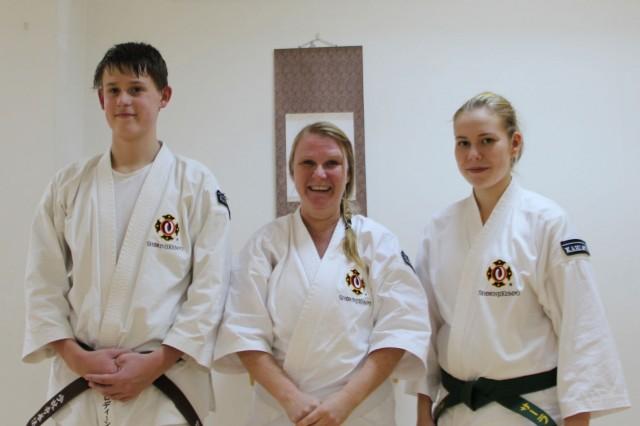 Kyū-gradering, från vänster; Simon, Maja & Sara.