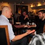 Alex diskuterar med Ilkka & Seppo från Finland