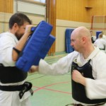 Karlstads Magnus slår på mitts som Seppo håller