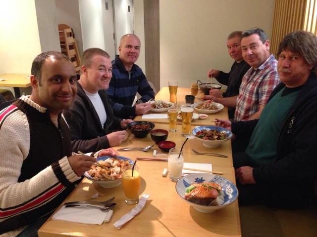 Middag efter yudansha-träningen, från vänster; Minesh, Steve, Anders, Paul Browne, Paul Barnes, Graham