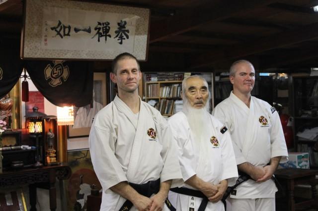 Åke Olsson och Anders Pettersson tillsammans med Morikawa Zeoh sensei i Rakutō dōin 2013