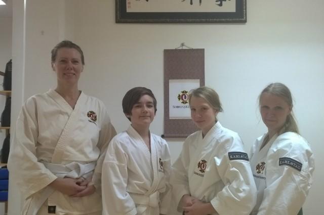 Kavina, William, Olivia & Maja efter sin lyckade gradering.