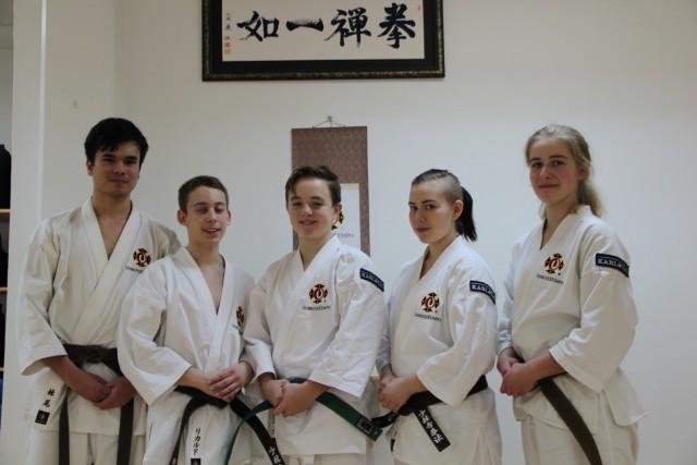 Jay, Rickard, Hugo, Sara & Filippa efter att de klarat sin gradering.