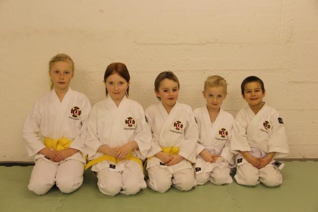 Anna-Lovisa, Tilda, Tim, Wilhelm & Musashi efter att ha klarat sin gradering!