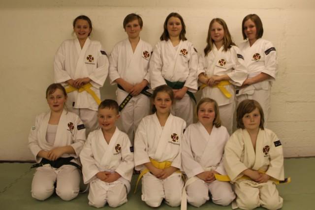 Tio nygraderade kenshi i vår juniorgrupp. Tuva-Lill, Filip, Julia, Mara, Amanda, Hanna, Kristian, Stina, Ida & Emil.