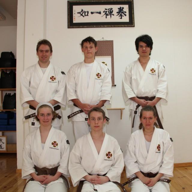 Bakre raden från vänster; Christer, Simon & Jay, sittande från vänster; Filippa, Rickard & Alva.