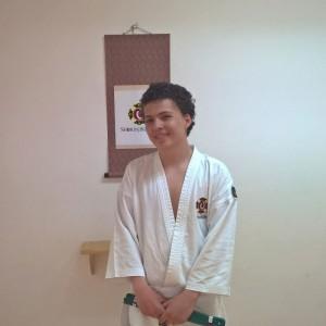 Teo efter sin lyckade gradering till 6 kyū