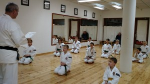 The children's group listen properly when Anders-sensei teaches.