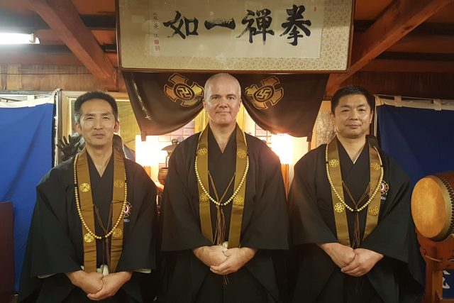 Anders together with Morikawa Kazuhito sensei (to the left) & Morikawa Hirohito sensei (to the right) during Daruma-sai in Rakutō Dōin 2019.